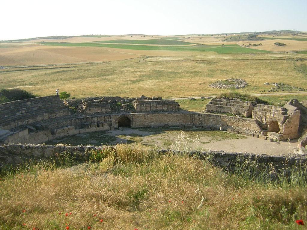 Restos arqueológicos del anfiteatro del Parque Arqueológico de Segóbriga